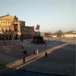 Theaterplatz Dresden mit Blick auf die Semperoper und das Reiterstadtbild König Johann