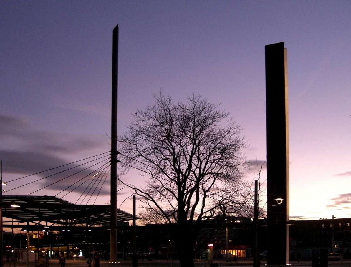 Postplatz Dresden mit Pylone
