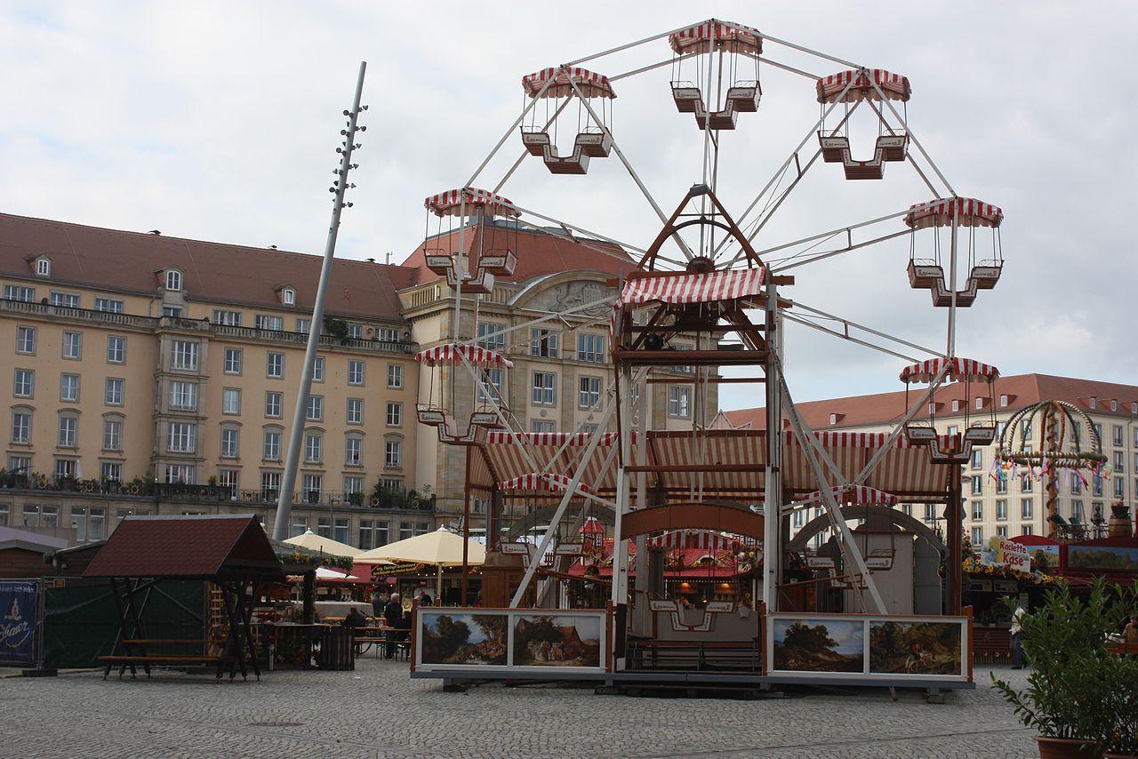 Riesenrad für Kinder beim Herbstmarkt Dresden auf dem Altmarkt Dresden