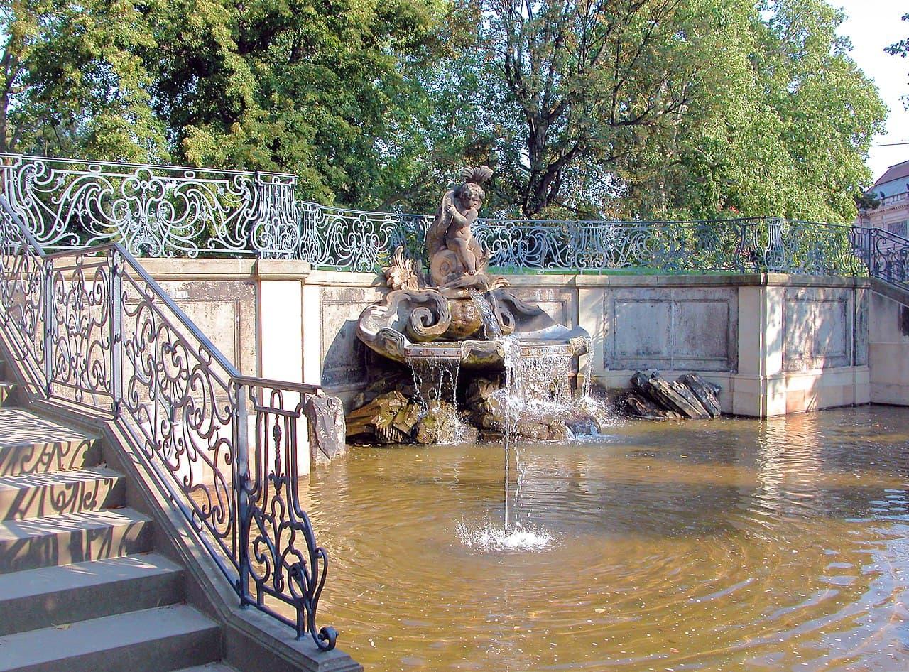Delfinbrunnen - Brühlsche Terrasse