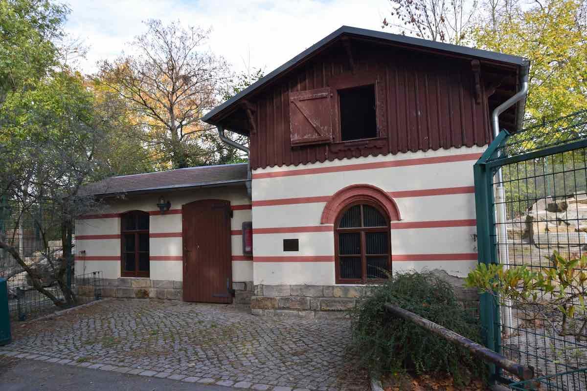 Das älteste Gebäude im Zoo Dresden - das Historische Ziegenhaus