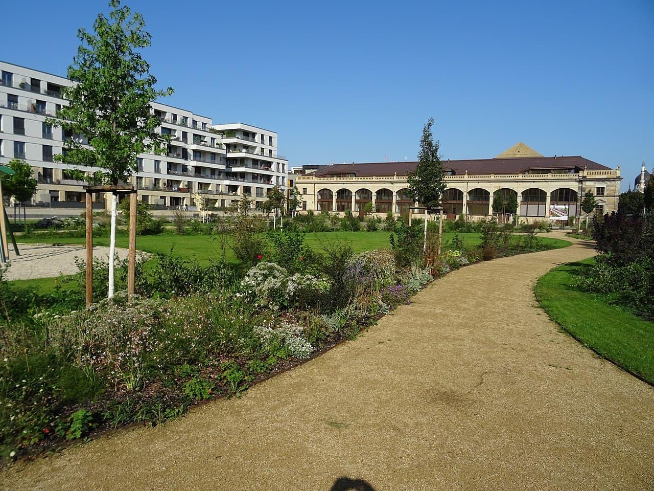 Restaurierte und neue Gebäude An der Herzogin Garten