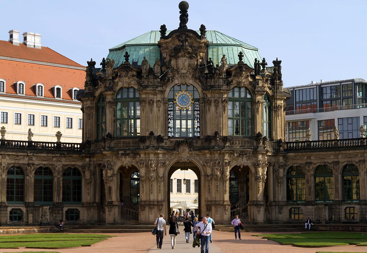 Zwinger Dresden - Stadtpavillon mit Glockenspiel (gegenüber Wallpavillon)