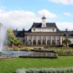 Schloss Pillnitz Neues Palais mit Fontaine