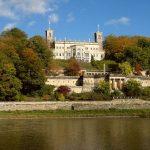 Schloss Albrechtsberg von der Elbe aus