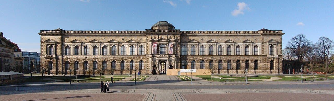 Sempergalerie vom Theaterplatz aus gesehen