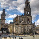 Katholische Hofkirche Dresden mit dem Turm des Residenzschlosses