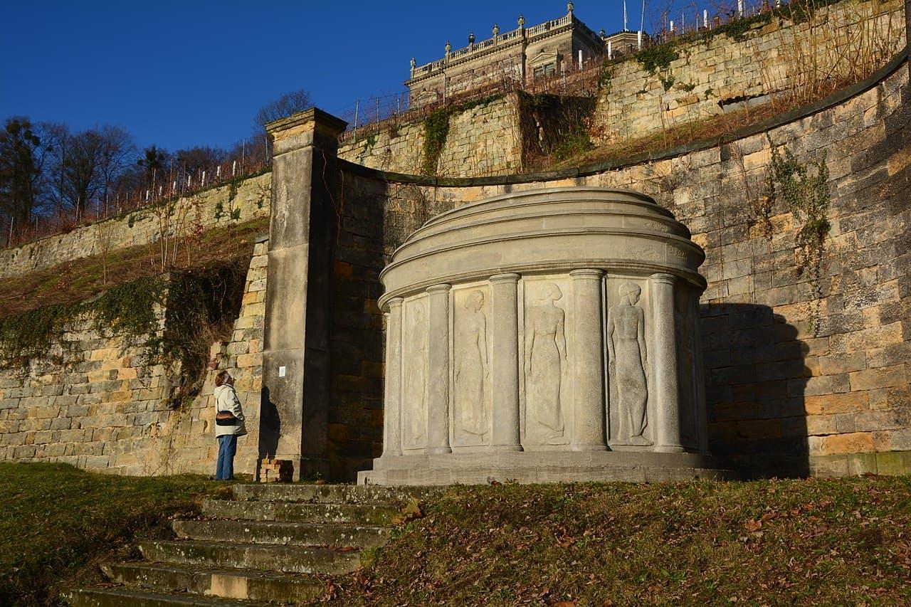 Mausoleum am Lingnerschloss (Lingnermausoleum) erbaut 1920-21 von Hans Poelzig und Georg Kolbe - Ruhestätte von Karl August Lingner