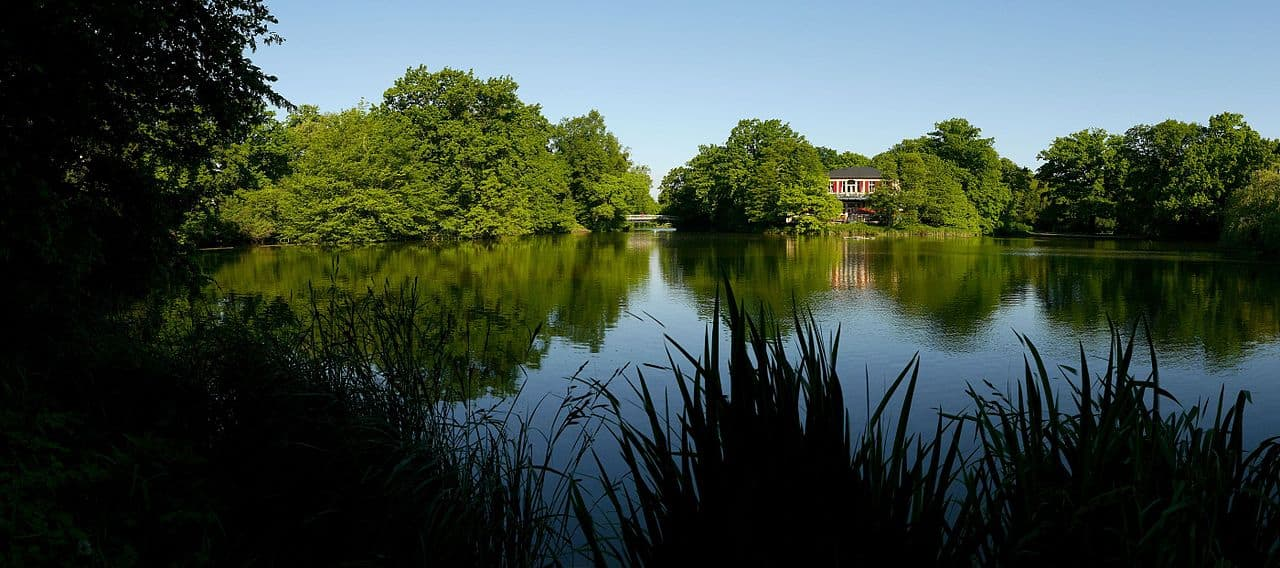 Grosser Garten - Blick über den Carolasee zum Carolaschlösschen