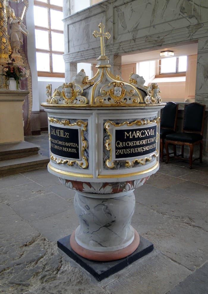 Weinbergkirche Pillnitz - Taufstein