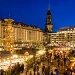 Striezelmarkt Dresden auf dem Altmarkt Dresden mit Blick zur Kreuzkirche