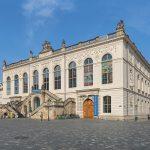 Verkehrsmuseum Dresden im Johanneum vom Dresdner Neumarkt aus gesehen