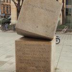 Denkmal für die Friedensbewegung in Dresden 1982 am Südportal der Kreuzkirche