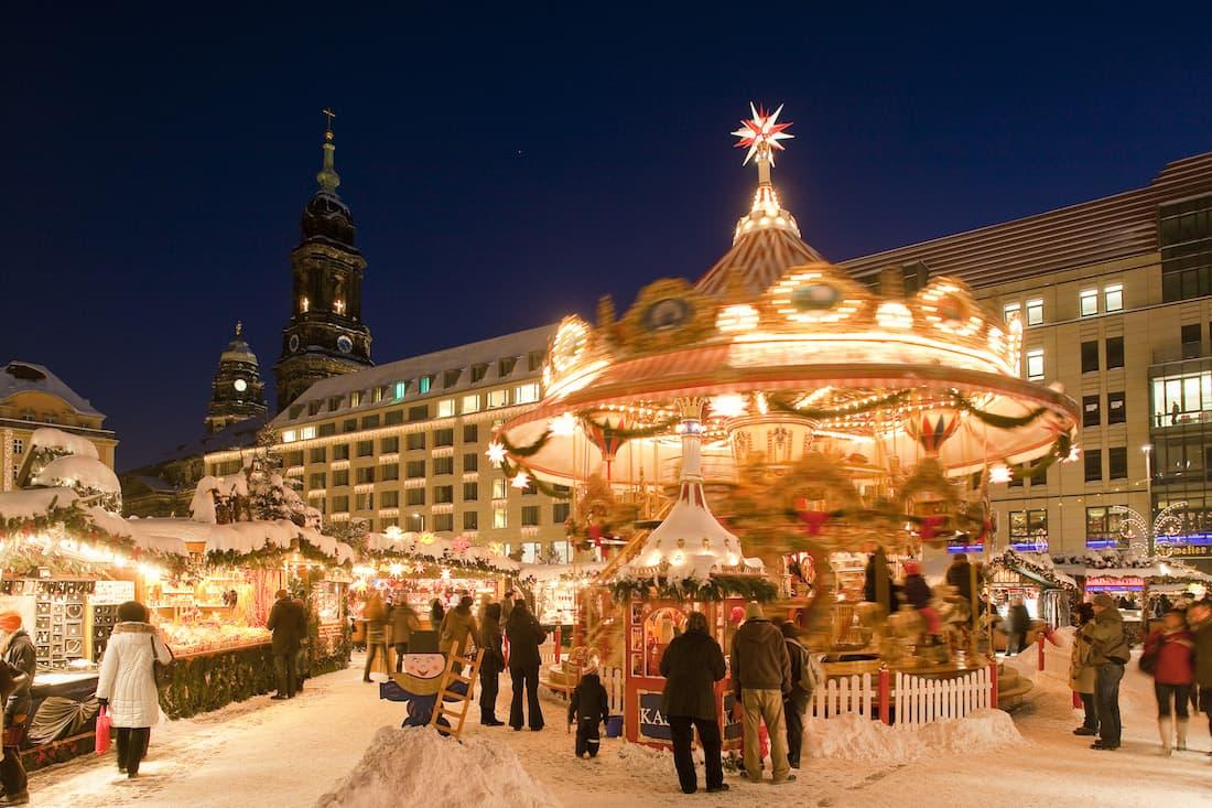 Dresdner Striezelmarkt mit viel Schnee